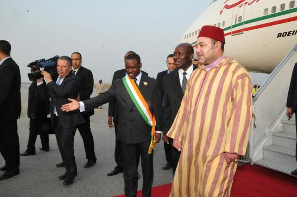 Le Roi Mohammed VI a sa descente d'avion